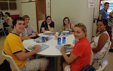 OGUカフェテリアでの留学生たち