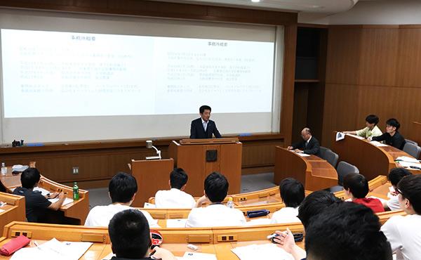 大阪学院大学 大学院 公開講演会「21世紀の税理士像」の様子